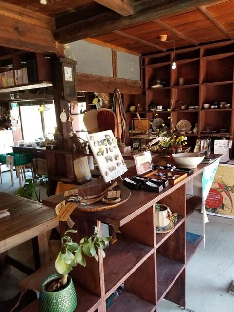 cafe awa-isaの店内の画像